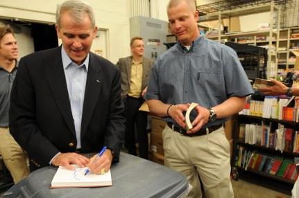 Oliver_North_book_signing_2.jpg